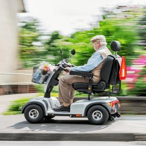 scooter elettrico per anziani e disabili velocità